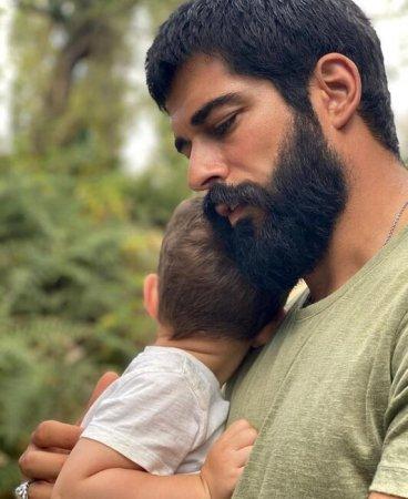 Burak oğlu ilə FOTOSUNU PAYLAŞDI - Tarix TƏƏCCÜBLƏNDİRDİ