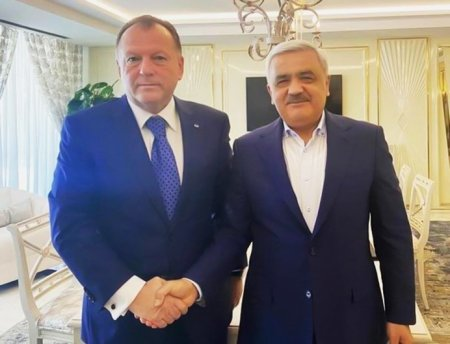 Rövnəq Abdullayev Beynəlxalq Cüdo Federasiyasının prezidenti ilə görüşdü