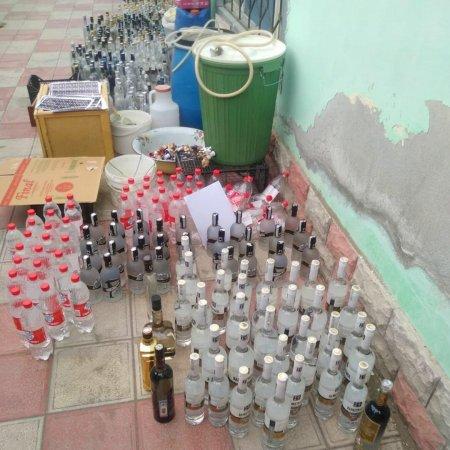 Ağdaşda saxta içki istehsal edən müəssisə aşkarlandı