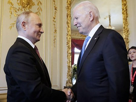 Bayden Putinə inandığını başını yelləməklə təsdiqlədi
